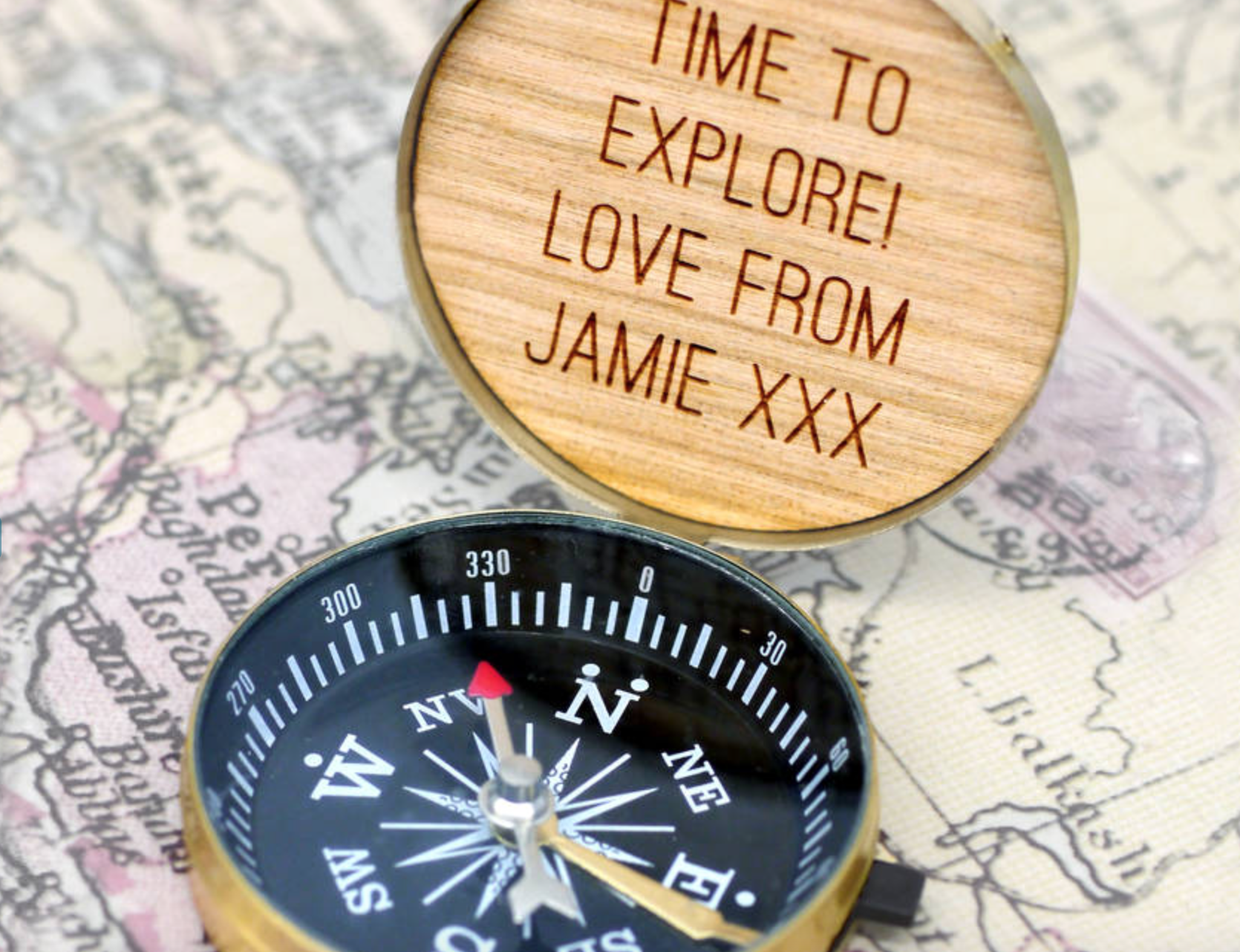 Źródło:http://www.notonthehighstreet.com/mariaallenjewellery/product/personalised-compact-compass
